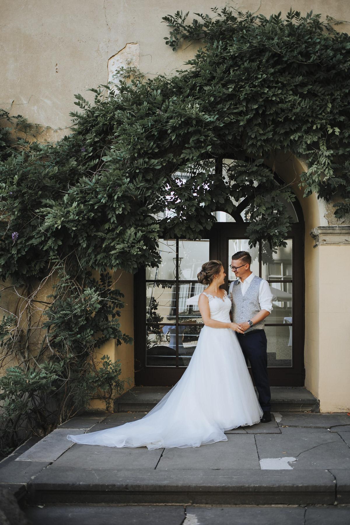 Fanny und Max | Hochzeit feiern auf Schloß Arenfels - Fotografin Guelten Hamidanoglu Fotografie Koeln FM 19 497