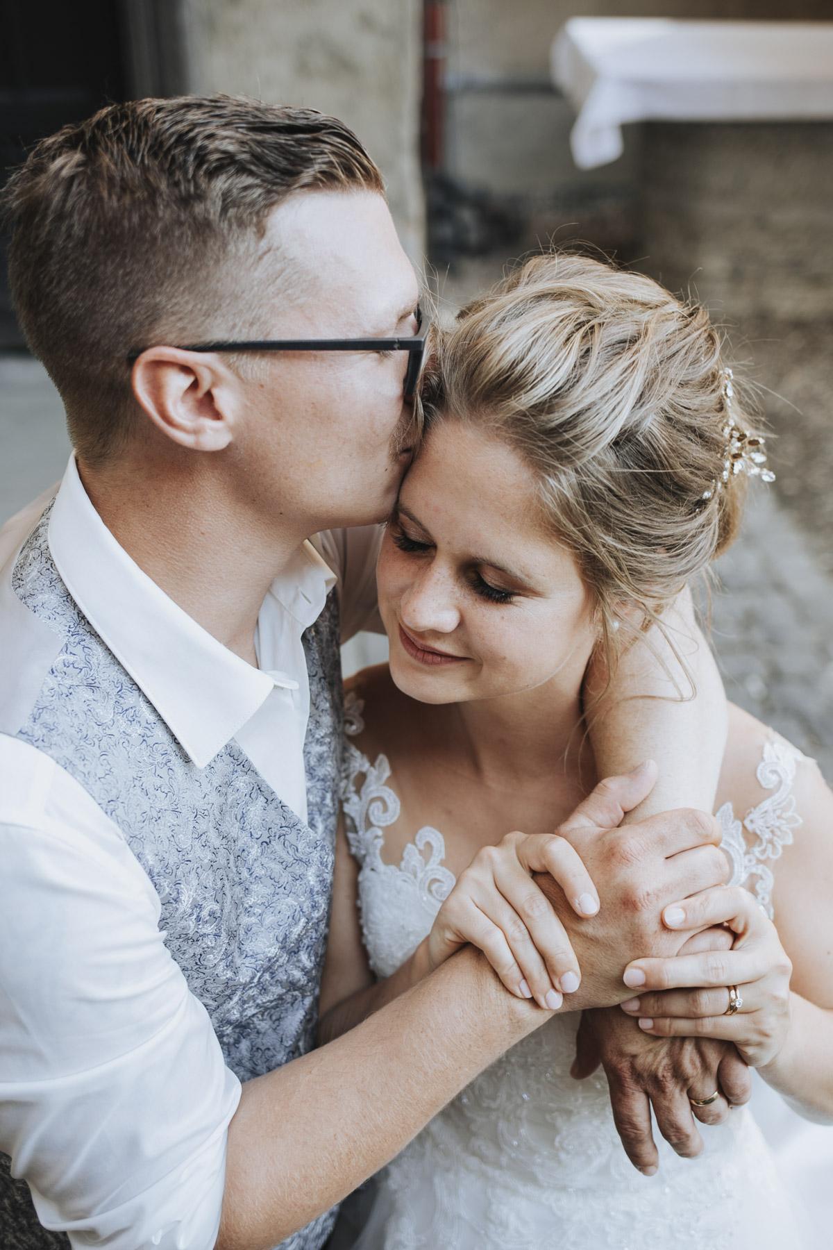 Fanny und Max | Hochzeit feiern auf Schloß Arenfels - Fotografin Guelten Hamidanoglu Fotografie Koeln FM 19 502
