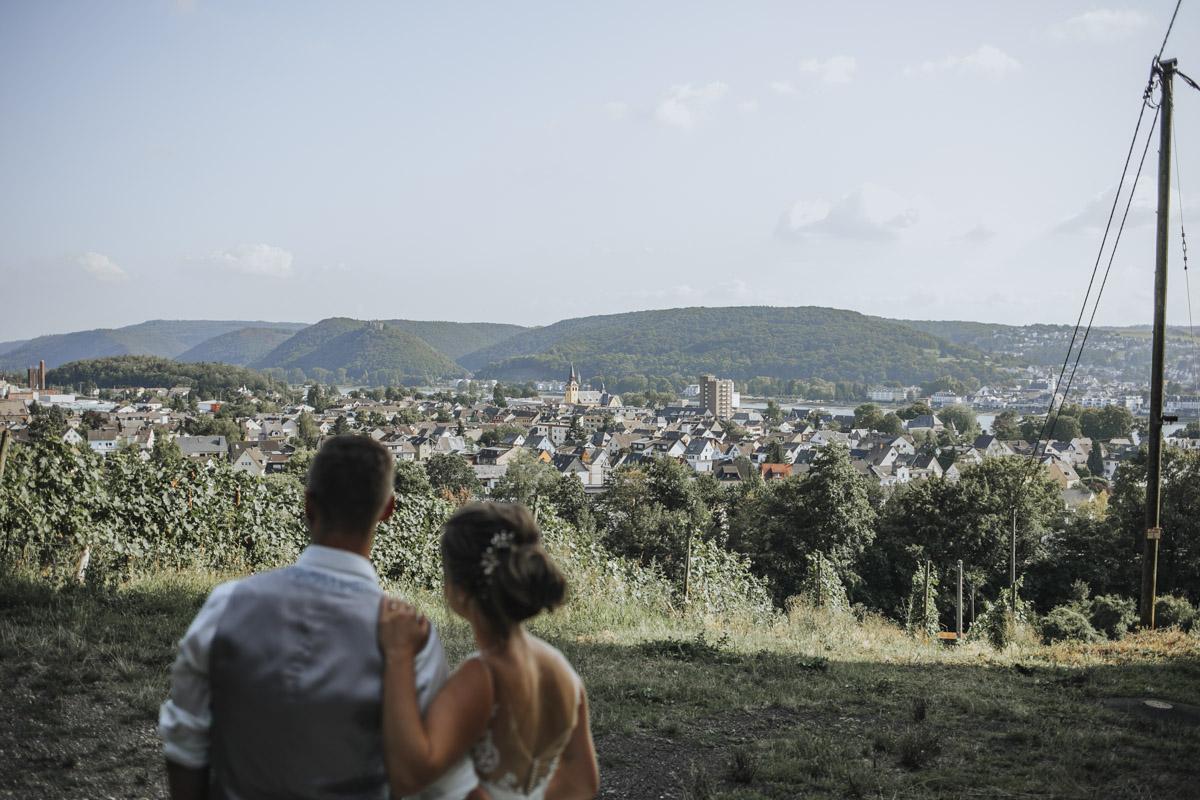 Fanny und Max | Hochzeit feiern auf Schloß Arenfels - Fotografin Guelten Hamidanoglu Fotografie Koeln FM 19 514