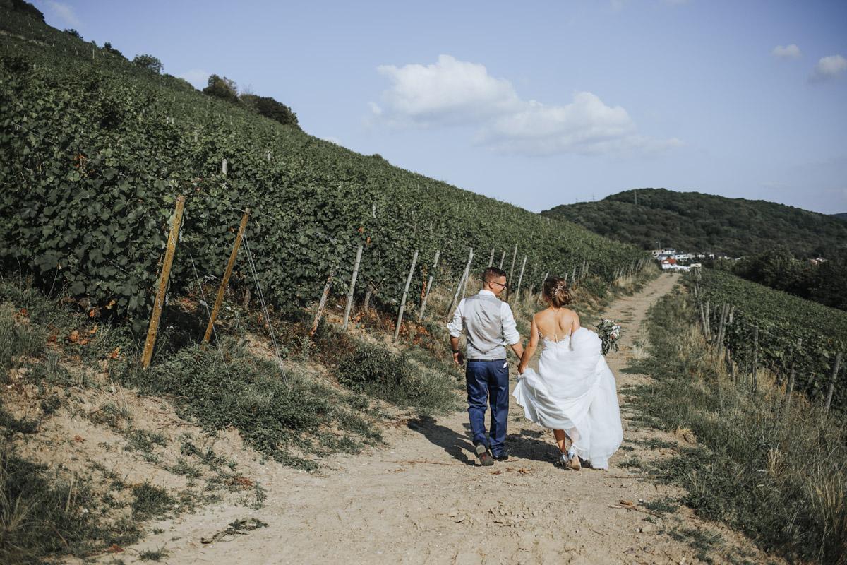 Fanny und Max | Hochzeit feiern auf Schloß Arenfels - Fotografin Guelten Hamidanoglu Fotografie Koeln FM 19 523