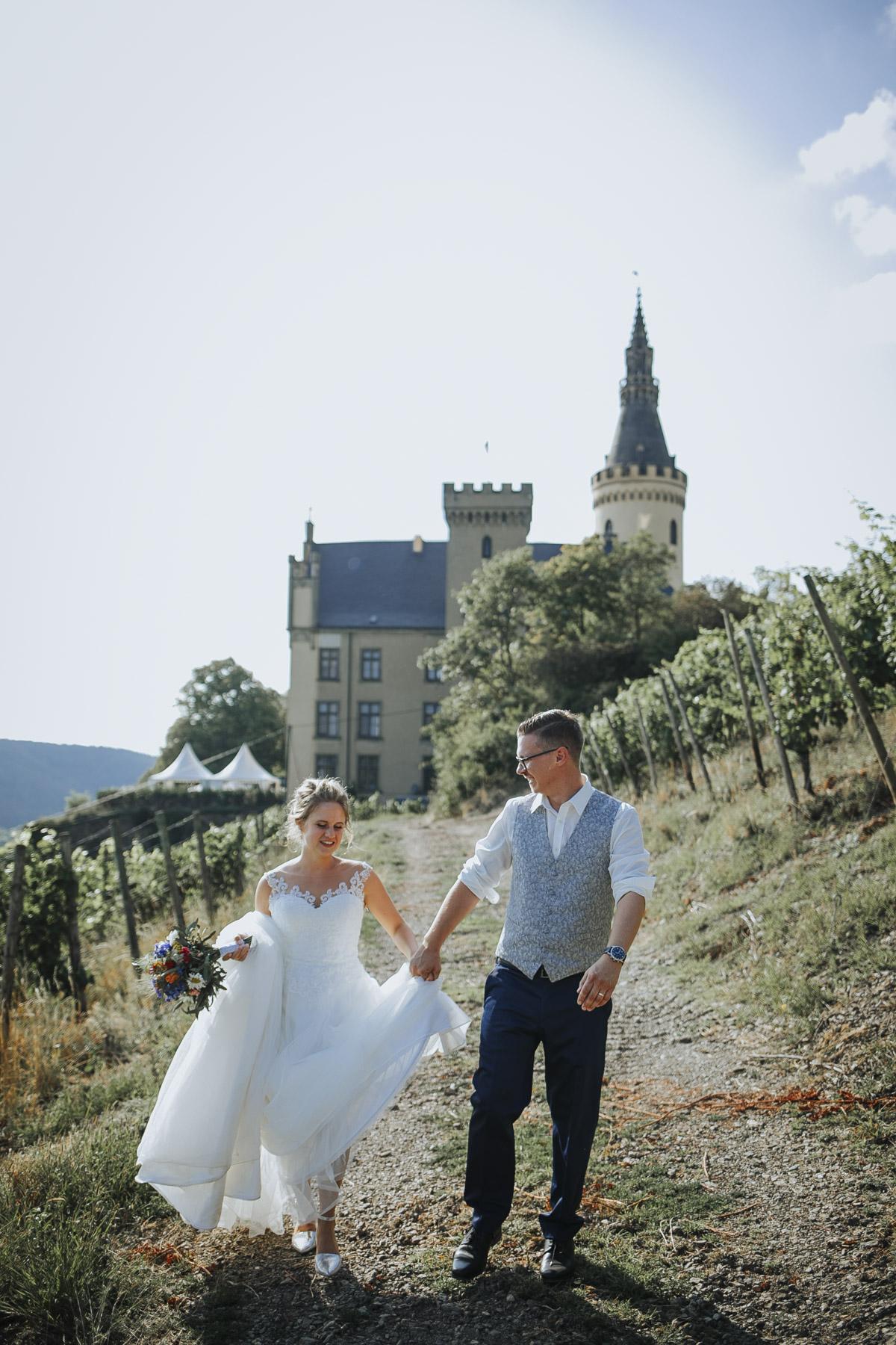 Fanny und Max | Hochzeit feiern auf Schloß Arenfels - Fotografin Guelten Hamidanoglu Fotografie Koeln FM 19 528