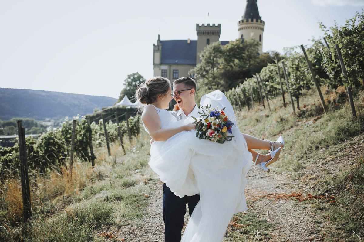 Fanny und Max | Hochzeit feiern auf Schloß Arenfels - Fotografin Guelten Hamidanoglu Fotografie Koeln FM 19 533