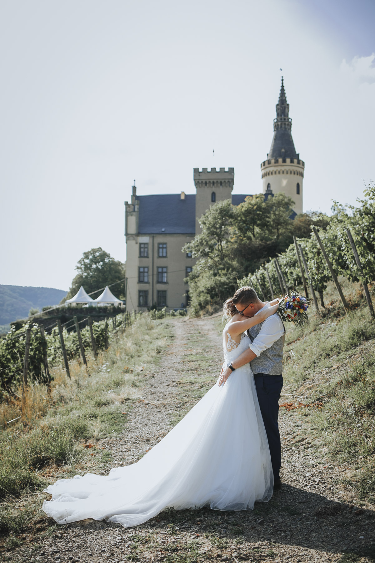Fanny und Max | Hochzeit feiern auf Schloß Arenfels - Fotografin Guelten Hamidanoglu Fotografie Koeln FM 19 537