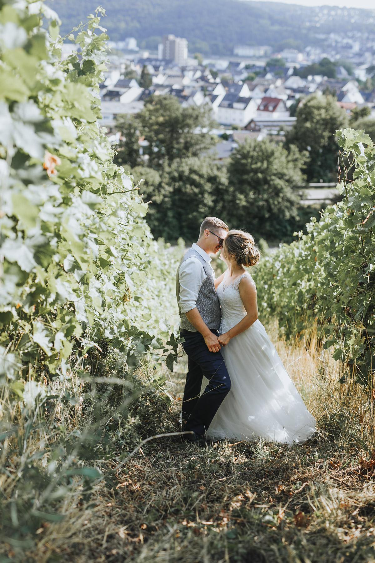Fanny und Max | Hochzeit feiern auf Schloß Arenfels - Fotografin Guelten Hamidanoglu Fotografie Koeln FM 19 552