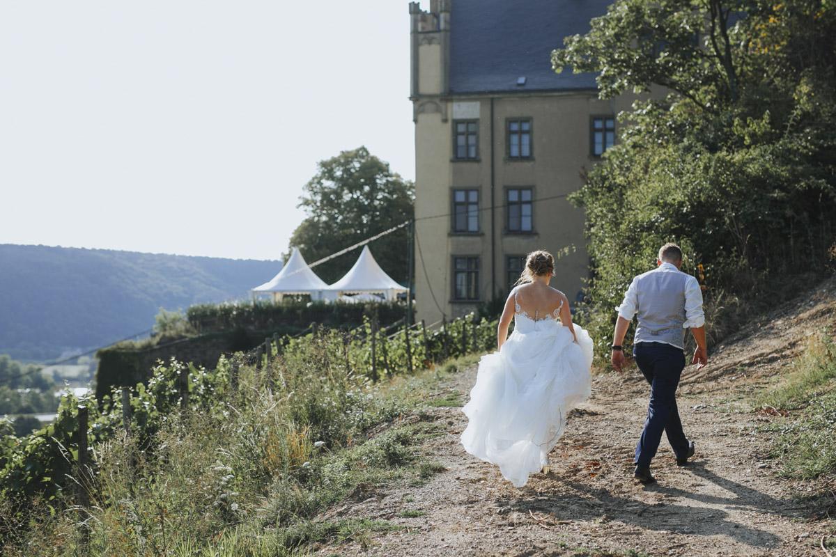 Fanny und Max | Hochzeit feiern auf Schloß Arenfels - Fotografin Guelten Hamidanoglu Fotografie Koeln FM 19 563