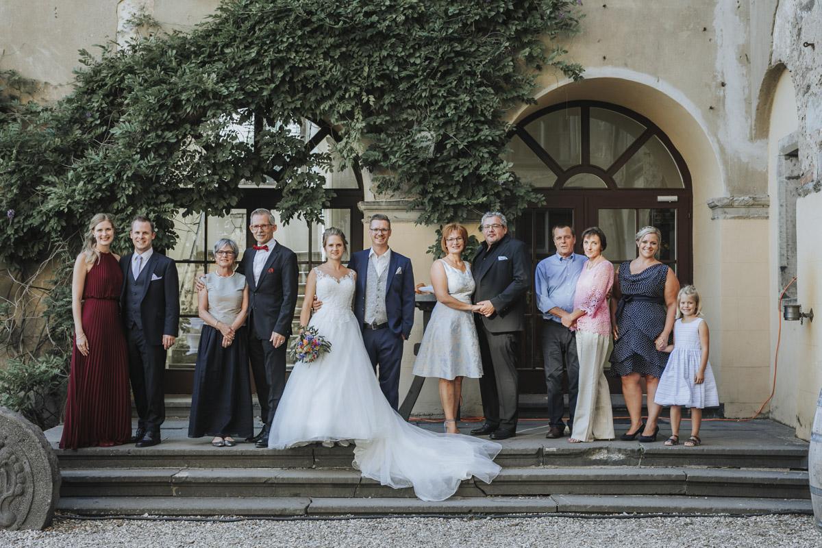 Fanny und Max | Hochzeit feiern auf Schloß Arenfels - Fotografin Guelten Hamidanoglu Fotografie Koeln FM 19 589