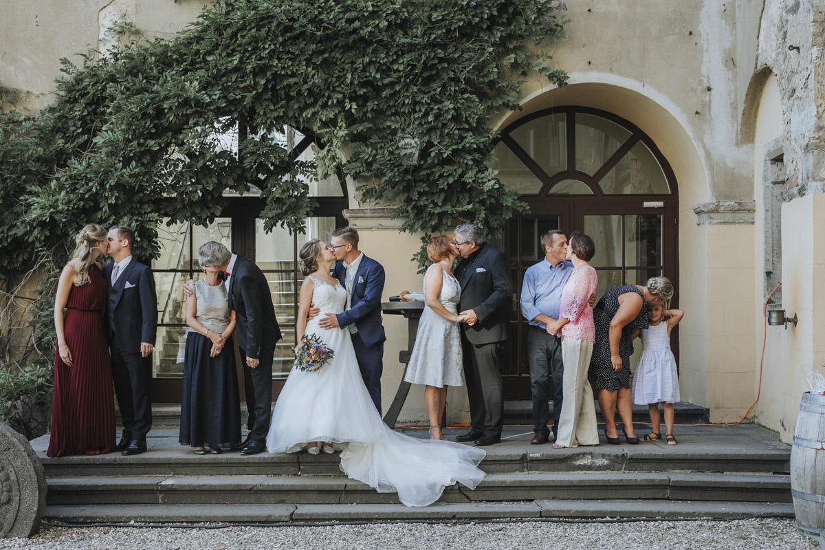 Fanny und Max | Hochzeit feiern auf Schloß Arenfels - Fotografin Guelten Hamidanoglu Fotografie Koeln FM 19 590