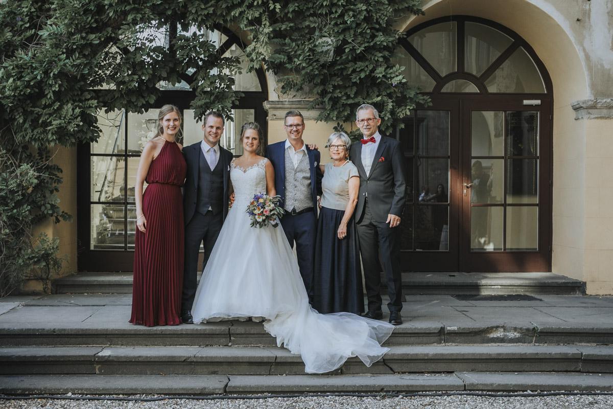 Fanny und Max | Hochzeit feiern auf Schloß Arenfels - Fotografin Guelten Hamidanoglu Fotografie Koeln FM 19 594