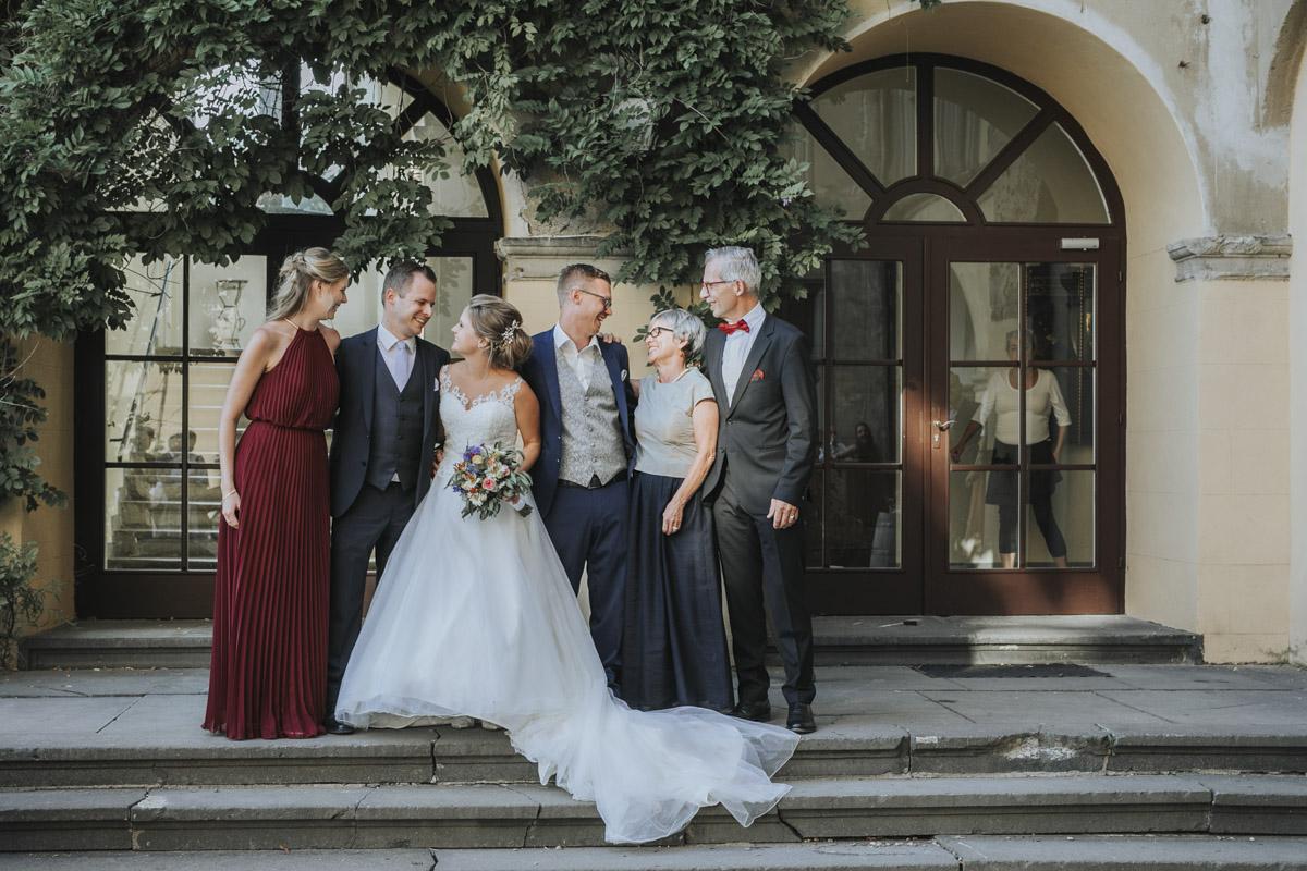 Fanny und Max | Hochzeit feiern auf Schloß Arenfels - Fotografin Guelten Hamidanoglu Fotografie Koeln FM 19 595