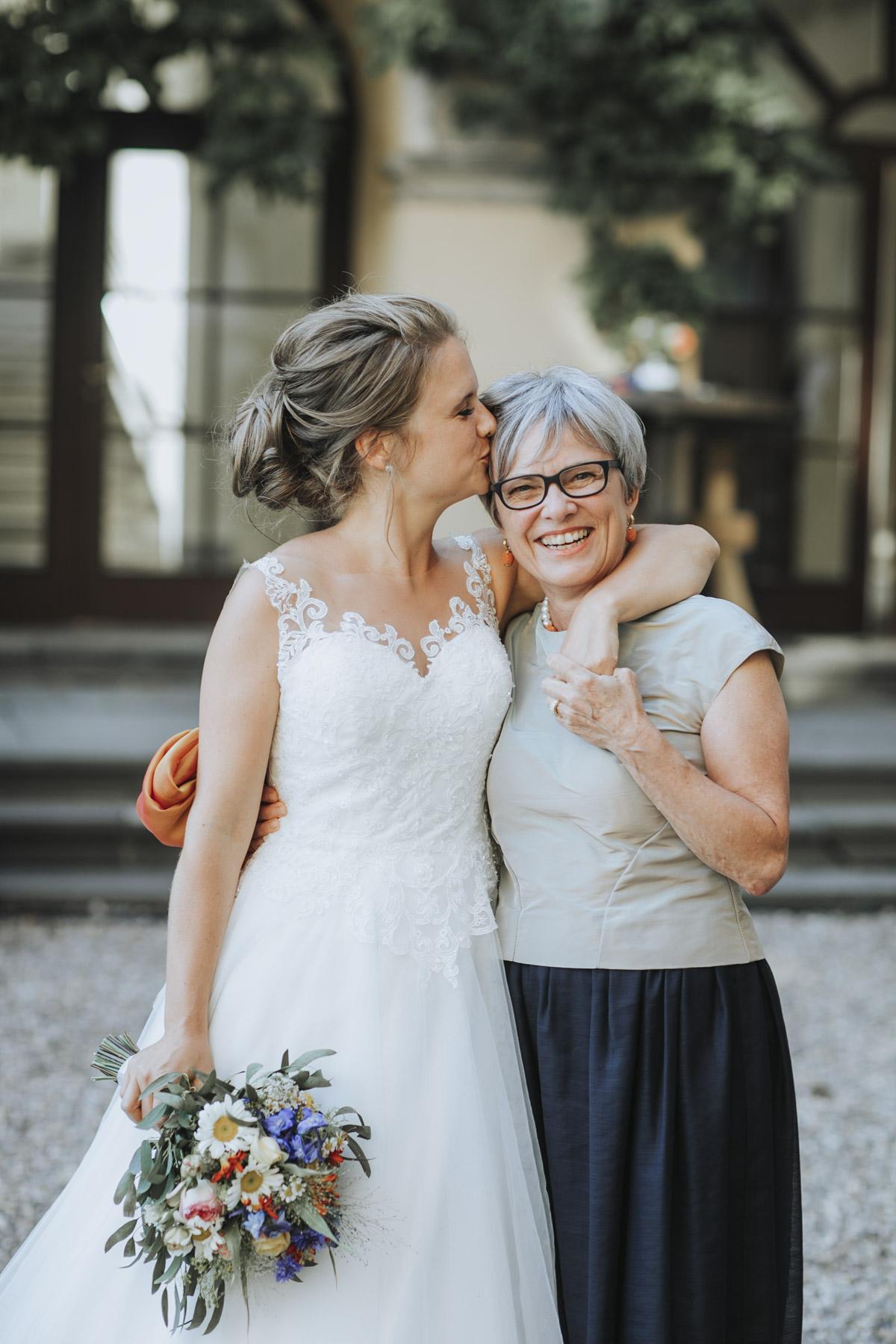 Fanny und Max | Hochzeit feiern auf Schloß Arenfels - Fotografin Guelten Hamidanoglu Fotografie Koeln FM 19 601