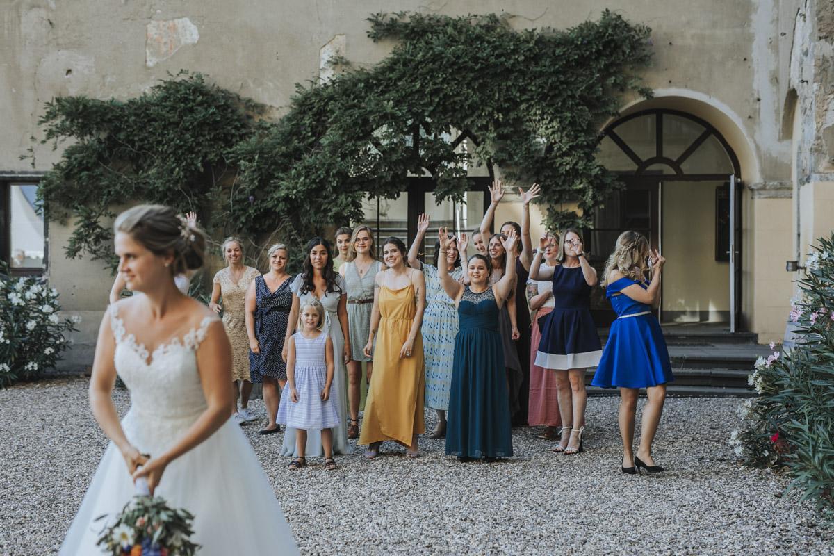 Fanny und Max | Hochzeit feiern auf Schloß Arenfels - Fotografin Guelten Hamidanoglu Fotografie Koeln FM 19 608