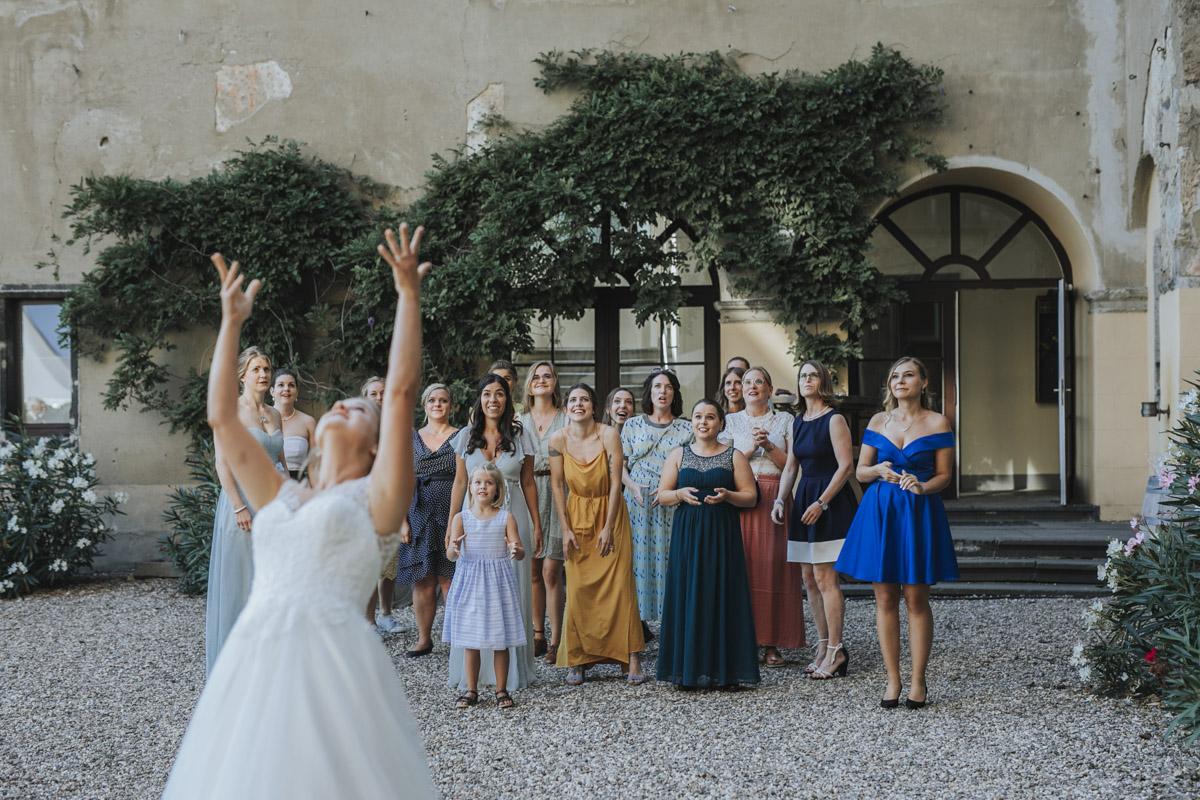Fanny und Max | Hochzeit feiern auf Schloß Arenfels - Fotografin Guelten Hamidanoglu Fotografie Koeln FM 19 610