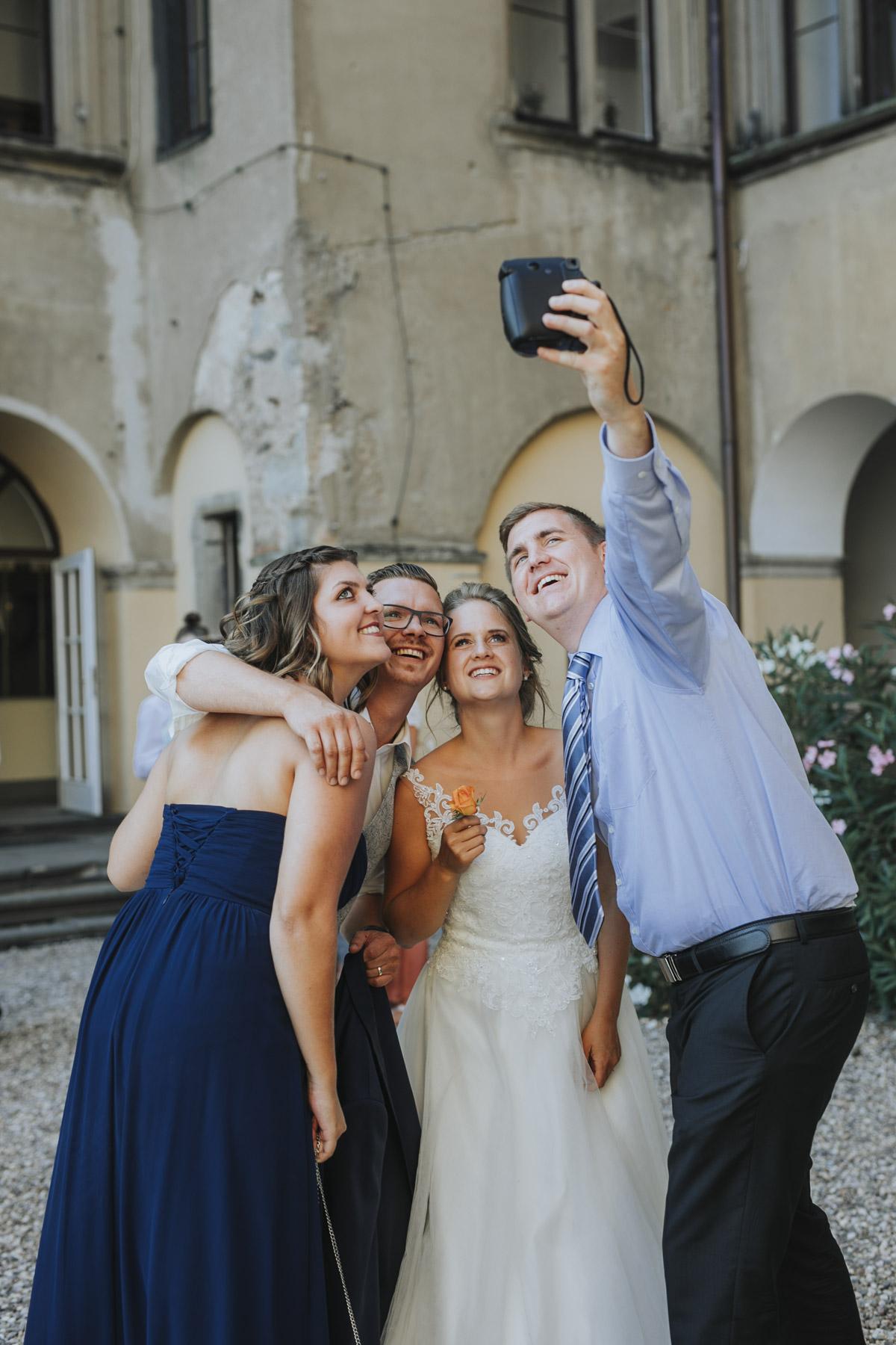 Fanny und Max | Hochzeit feiern auf Schloß Arenfels - Fotografin Guelten Hamidanoglu Fotografie Koeln FM 19 619