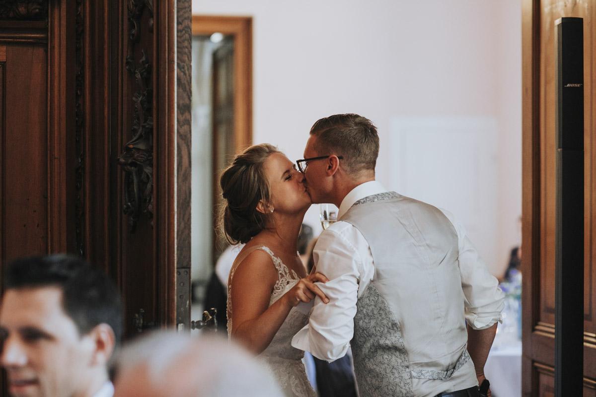 Fanny und Max | Hochzeit feiern auf Schloß Arenfels - Fotografin Guelten Hamidanoglu Fotografie Koeln FM 19 680