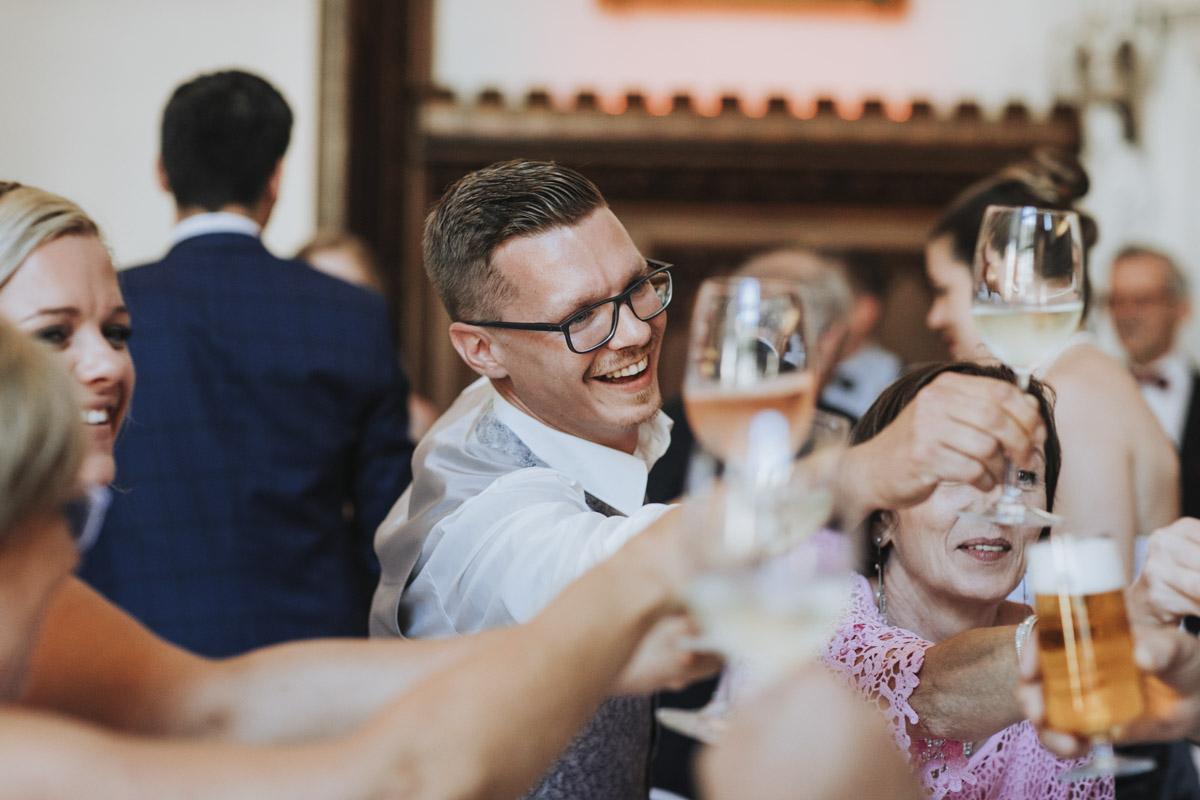 Fanny und Max | Hochzeit feiern auf Schloß Arenfels - Fotografin Guelten Hamidanoglu Fotografie Koeln FM 19 686