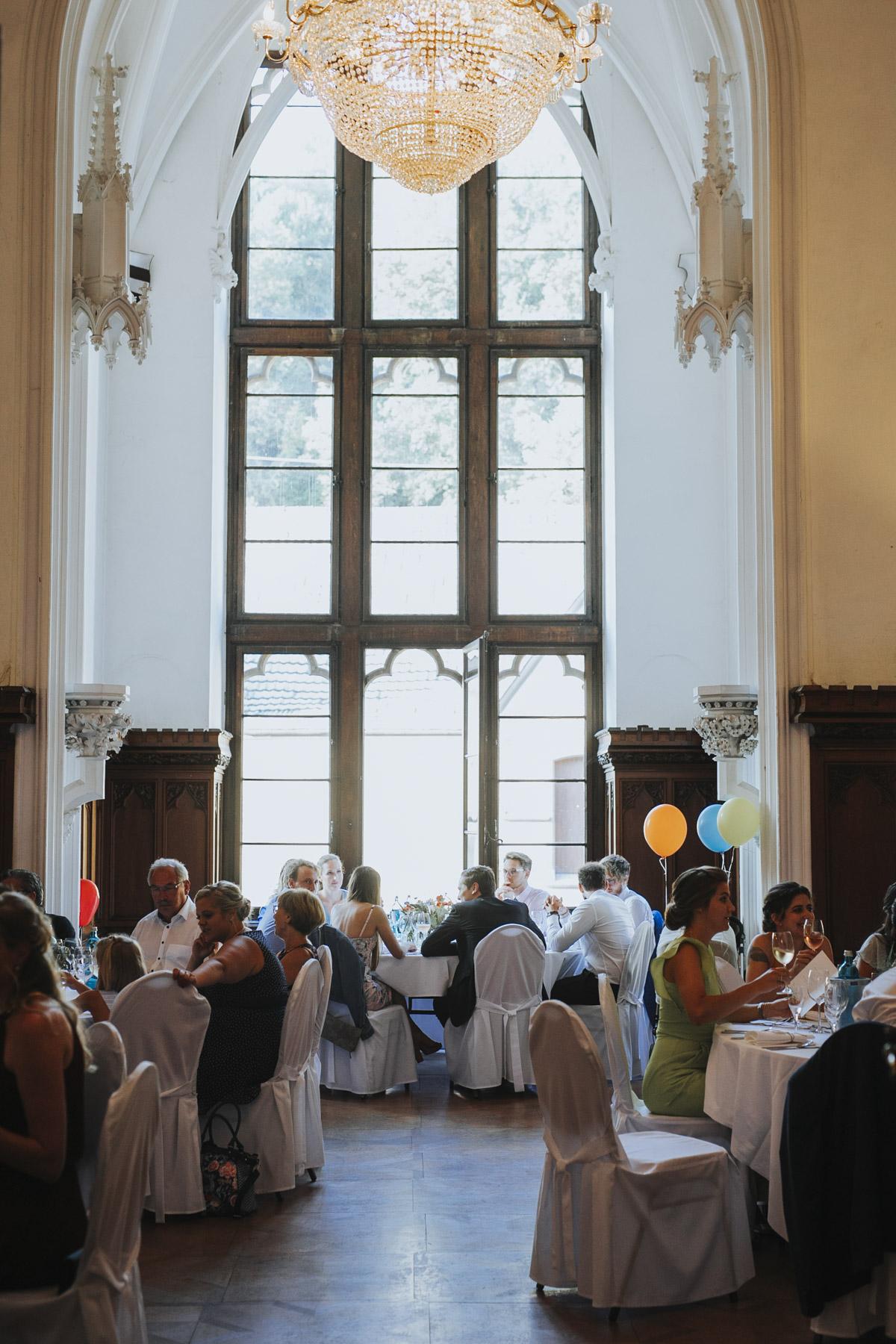 Fanny und Max | Hochzeit feiern auf Schloß Arenfels - Fotografin Guelten Hamidanoglu Fotografie Koeln FM 19 692