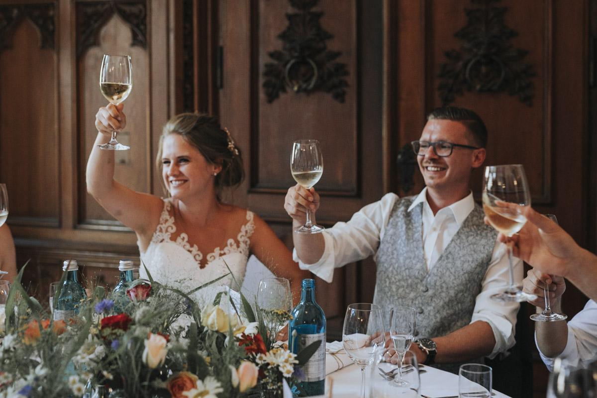 Fanny und Max | Hochzeit feiern auf Schloß Arenfels - Fotografin Guelten Hamidanoglu Fotografie Koeln FM 19 694