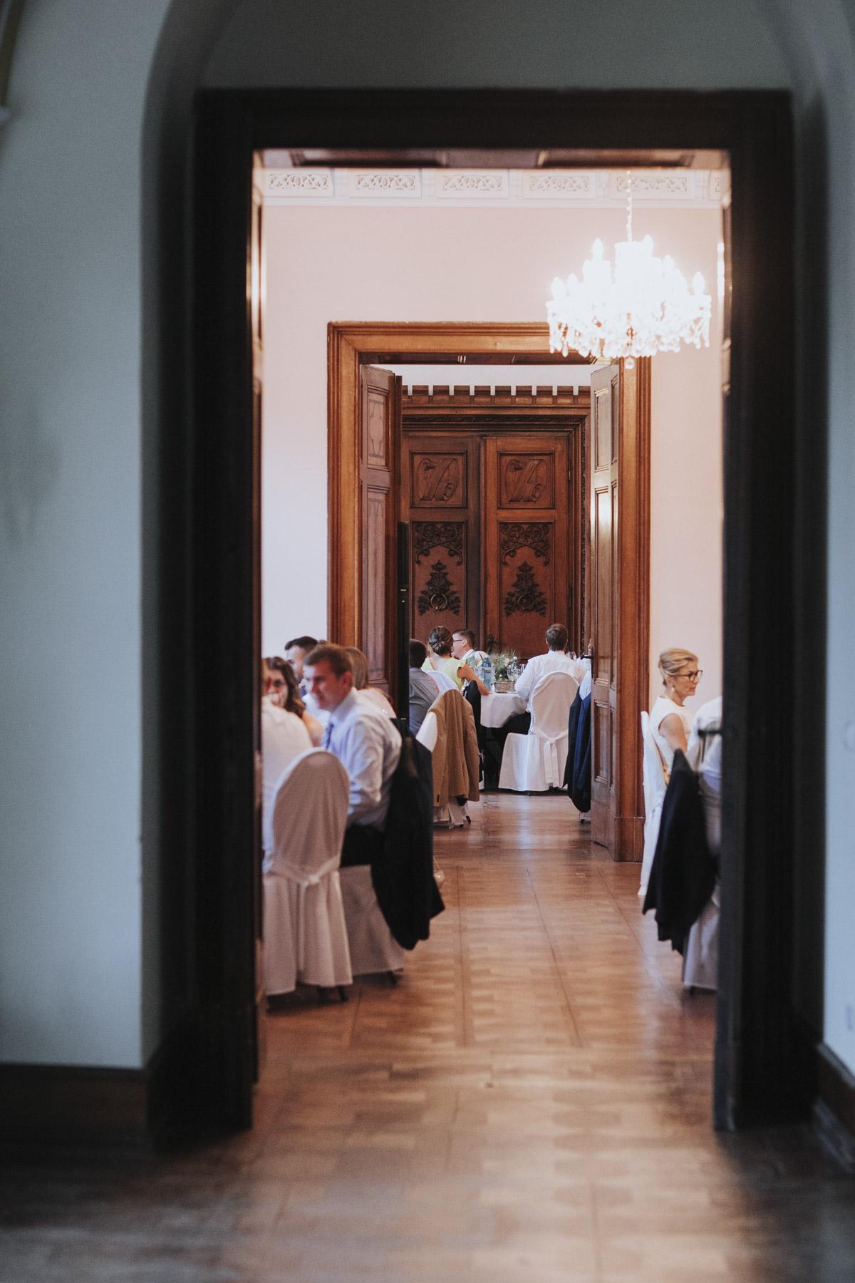 Fanny und Max | Hochzeit feiern auf Schloß Arenfels - Fotografin Guelten Hamidanoglu Fotografie Koeln FM 19 729