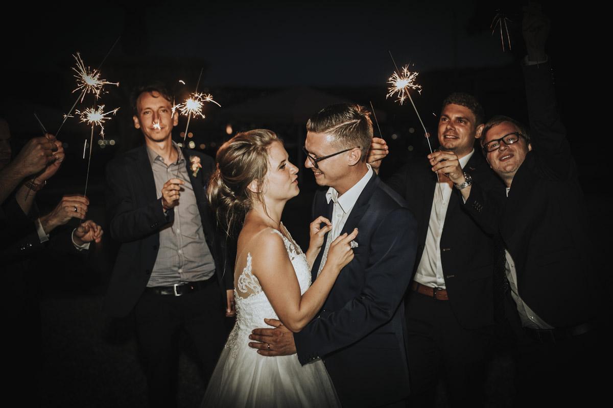 Fanny und Max | Hochzeit feiern auf Schloß Arenfels - Fotografin Guelten Hamidanoglu Fotografie Koeln FM 19 773