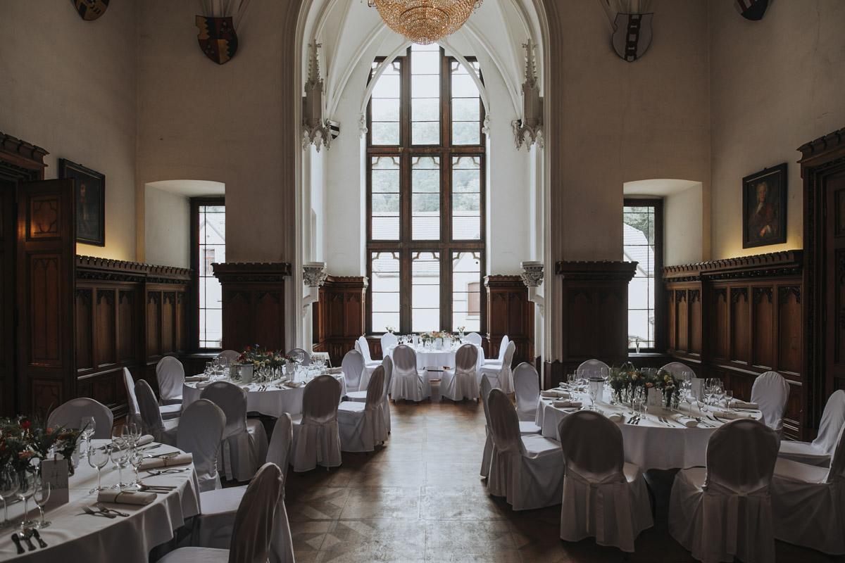 Fanny und Max | Hochzeit feiern auf Schloß Arenfels - Fotografin Guelten Hamidanoglu Fotografie Koeln FM 19 99